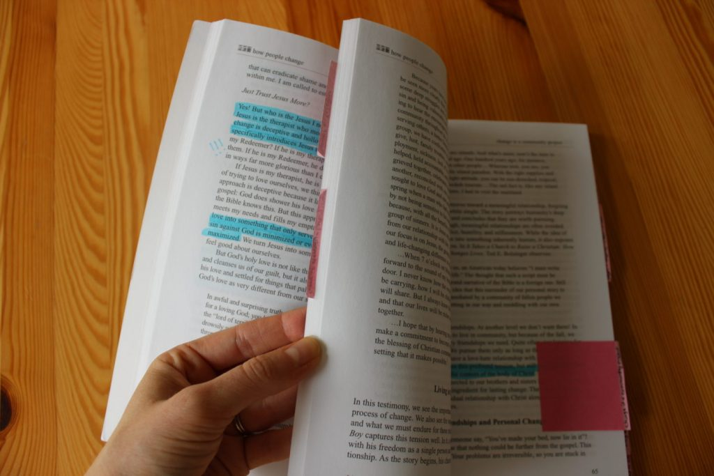 annotating-books-with-sticky-notes